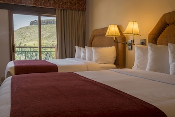 Grand Room, 2 Queen Beds (Table Mountain)