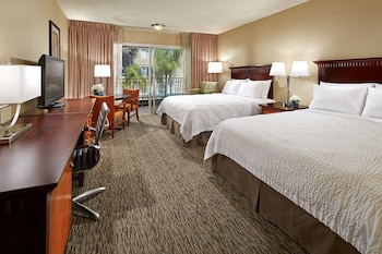 Deluxe Room, 2 Queen Beds, Accessible (Roll In Shower)