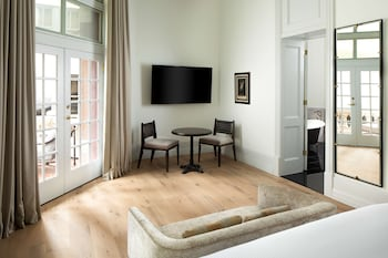 Basic Suite (Landmark)