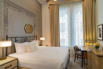 Room, 1 Queen Bed (PETITE)