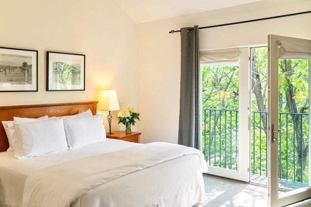 https://i.travelapi.com/hotels/1000000/430000/425800/425751/31f74f60_z.jpg