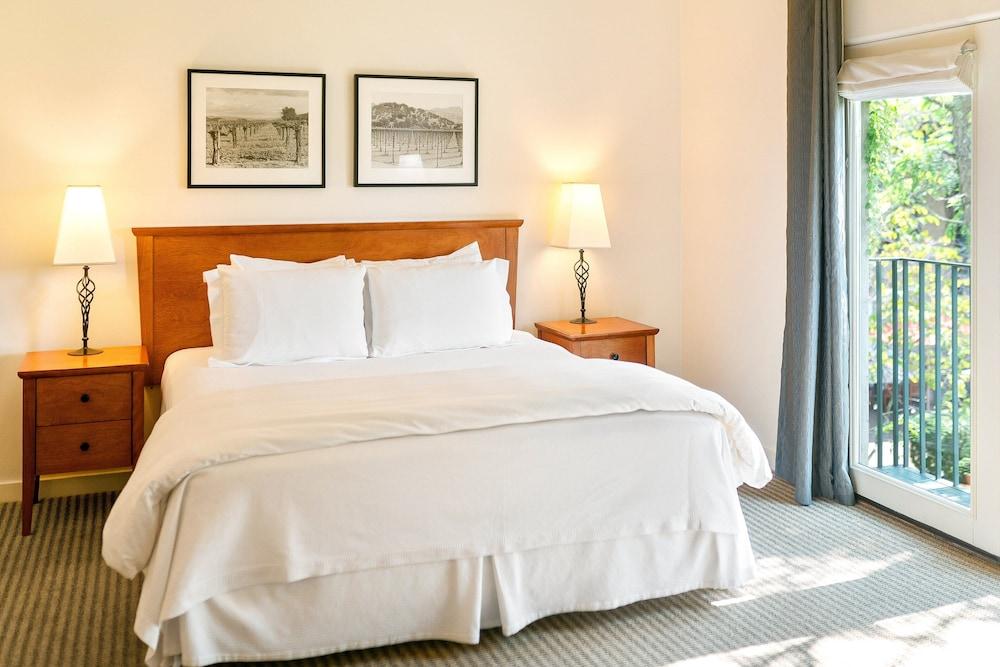 https://i.travelapi.com/hotels/1000000/430000/425800/425751/415bfac1_z.jpg