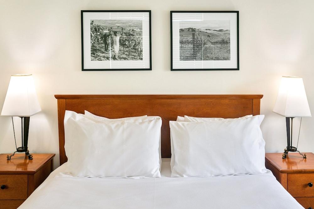 https://i.travelapi.com/hotels/1000000/430000/425800/425751/7f5f4f2e_z.jpg