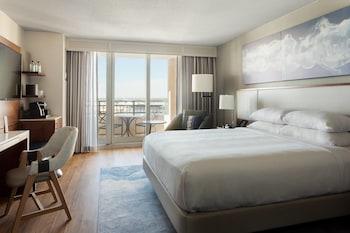 City Room, 1 King Bed, Balcony, City View