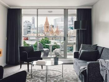 Superior Suite, 1 Bedroom, Balcony, City View (Floors 4-9, Kitchen)