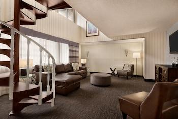 Presidential Suite, 1 King Bed, Smoking (Bi-Level, One-Bedroom)