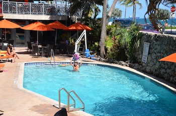 Book Sea Club Resort in Fort Lauderdale.