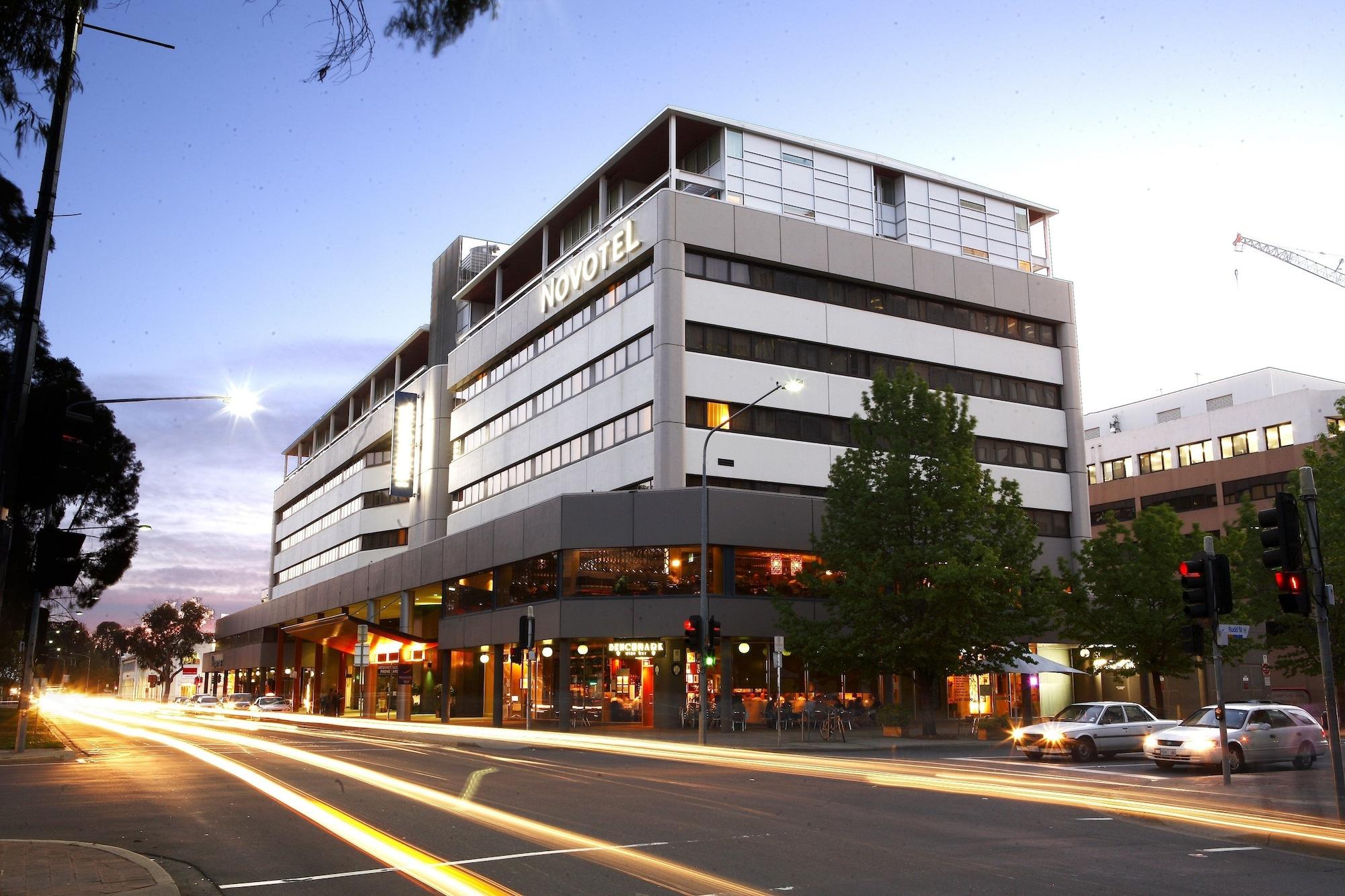 Novotel Canberra, City