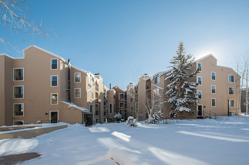Carriage House Condominiums by All Seasons Resort Lodging, Summit
