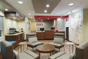 Lobby at TownePlace Suites by Marriott Savannah Midtown in Savannah