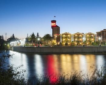 納帕河飯店 Napa River Inn