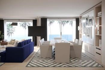 Oceanfront King Boardroom Suite