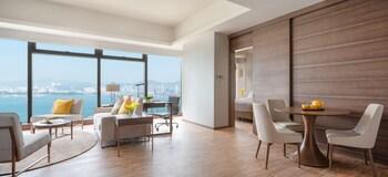Deluxe Harbour View Suite