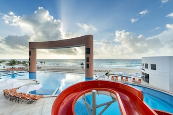 Book Beach Palace Resort All Inclusive in Cancun.