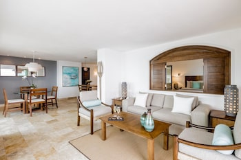 Master Oceanfront Suite with Jacuzzi All Inclusive