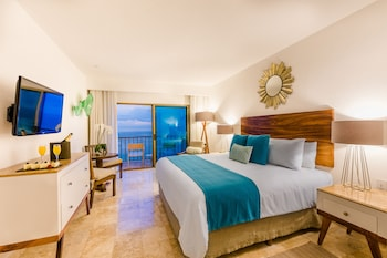 Deluxe Room King Bed All Inclusive