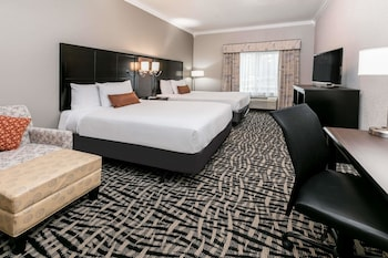 Guestroom at Wingate by Wyndham Dallas Love Field in Dallas