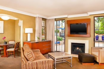 Suite, 1 King Bed, Non Smoking, Fireplace