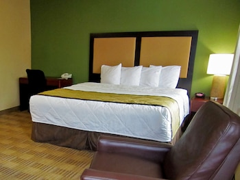 Deluxe Studio, 1 King Bed with Sofa bed, Accessible, Non Smoking