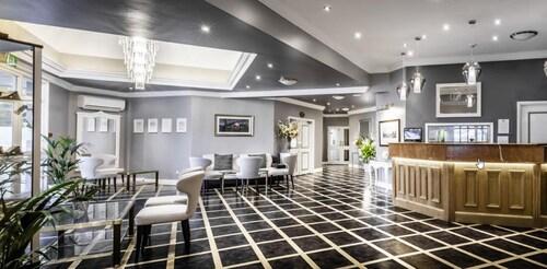 . Foxfields Country Hotel