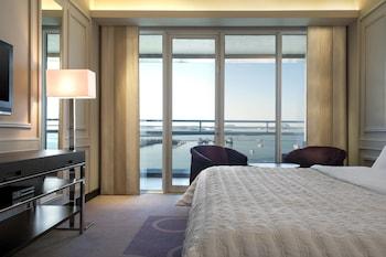 Club Room, 1 King Bed, Balcony, Sea View