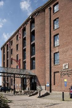 Book Holiday Inn Express Albert Dock in Liverpool.