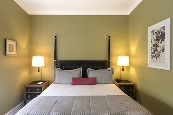 Deluxe Room, 1 King Bed (Deluxe, Guest room, 1 King)