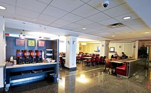 Hampton Inn by Hilton Ottawa, Ottawa