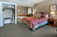 Deluxe King with Twin Bed and Fireplace