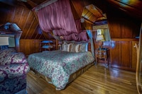 Deluxe King with Two Twin Beds