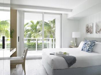 Standard Suite, 1 King Bed, Pool View (Pool View King)
