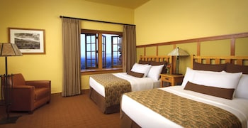 Room, 2 Double Beds, Mountain View