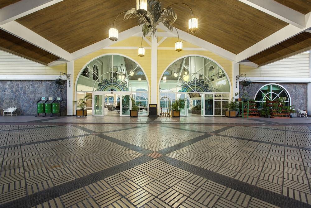 https://i.travelapi.com/hotels/1000000/440000/438200/438135/60fa4b13_z.jpg