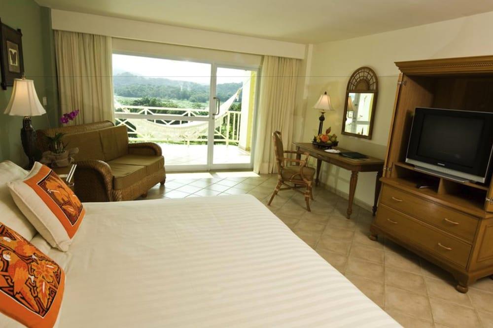 https://i.travelapi.com/hotels/1000000/440000/438200/438135/87ba099b_z.jpg