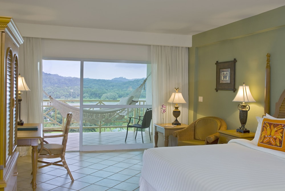 https://i.travelapi.com/hotels/1000000/440000/438200/438135/d2f1feec_z.jpg