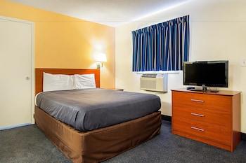 Standard Room, 1 Queen Bed, Smoking, Refrigerator & Microwave