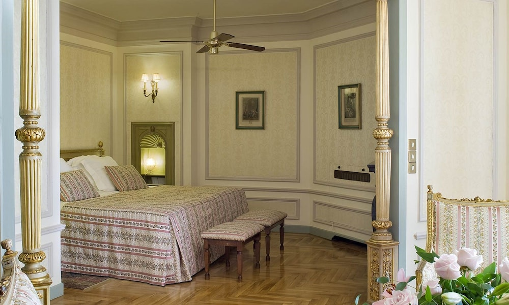 https://i.travelapi.com/hotels/1000000/440000/438400/438323/b6cc2a12_z.jpg