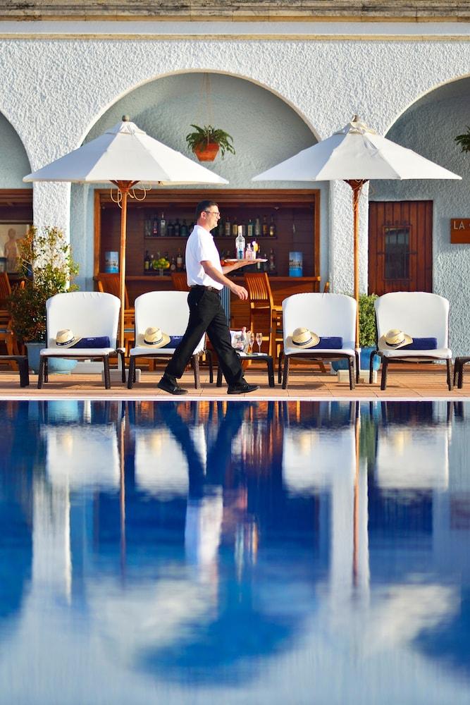 https://i.travelapi.com/hotels/1000000/440000/438400/438323/bb8fa22f_z.jpg