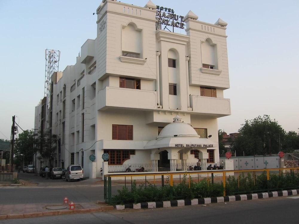 호텔 라지푸타나 팰리스(Hotel Rajputana Palace) Hotel Image 3 - Hotel Front