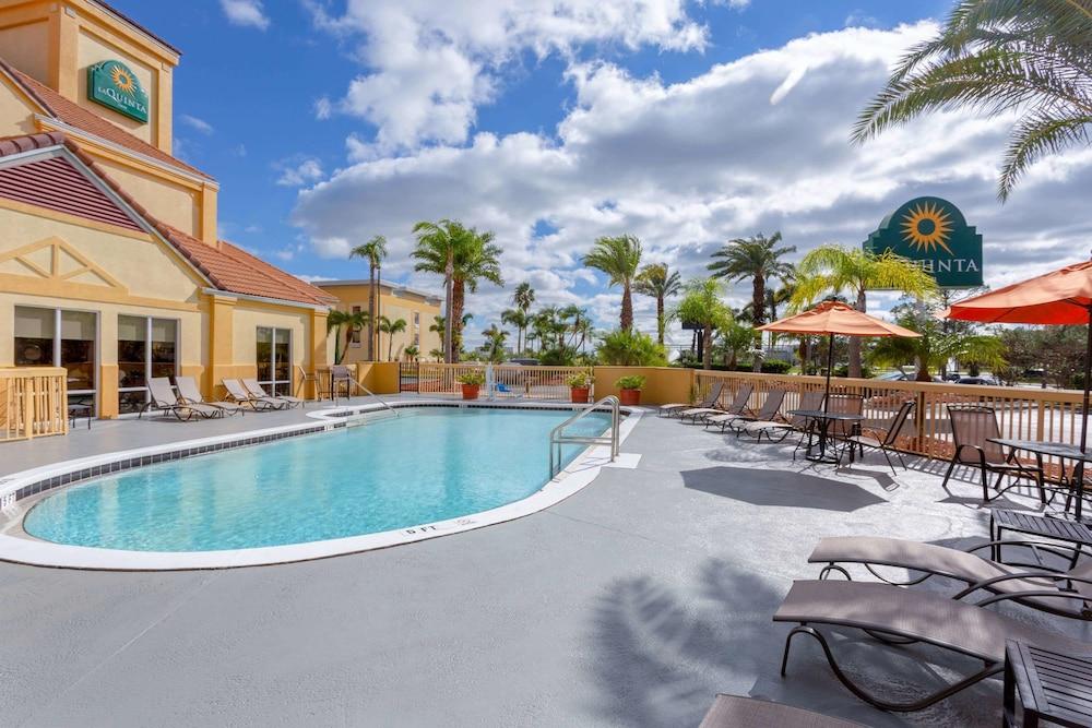 Pool Hotel