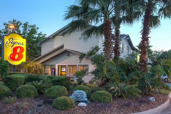 蓋恩斯維爾溫德姆速 8 飯店 Super 8 by Wyndham Gainesville
