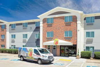 Dallas / Fort Worth Vacations - Super 8 Bedford DFW Airport West - Property Image 1