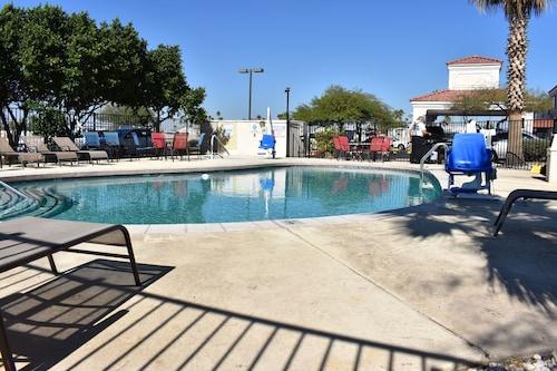 . Motel 6 Apache Junction, AZ