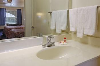 Super 8 by Wyndham Greenville - Bathroom Sink  - #0