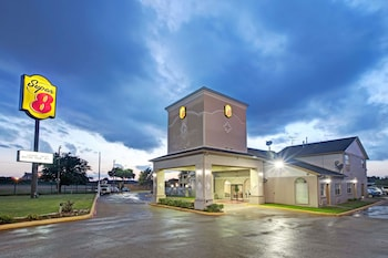 Super 8 by Wyndham Dallas East photo