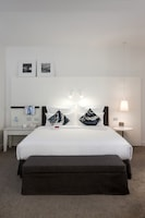 Deluxe Room, 1 King Bed with Sofa bed, Sea View (Waterside)