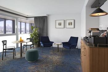 Suite, 1 King Bed, Non Smoking, View (Harbour Bridge View)