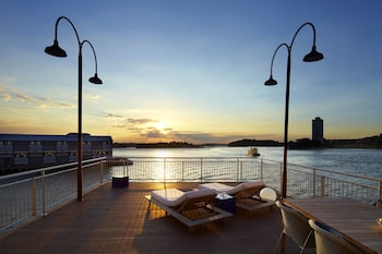 Suite, 1 King Bed, Balcony, View (Walsh Bay View)