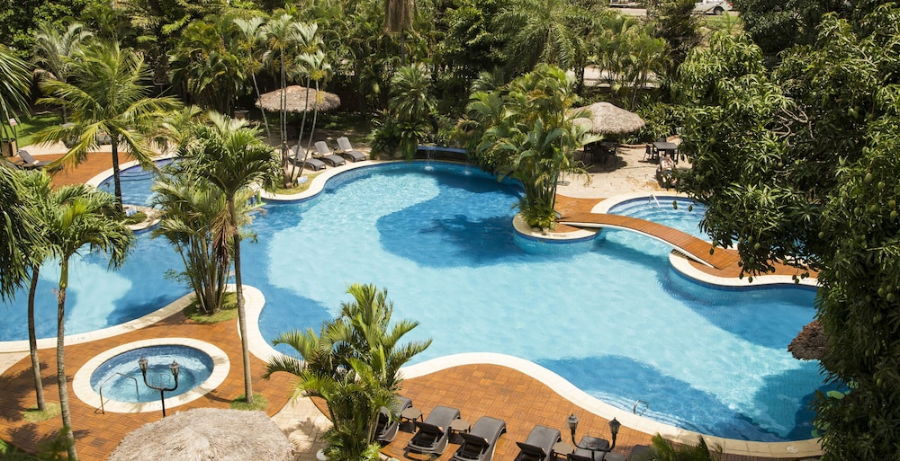 https://i.travelapi.com/hotels/1000000/450000/444500/444475/3f6528f8_z.jpg