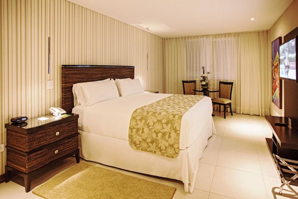 https://i.travelapi.com/hotels/1000000/450000/444500/444475/6048992d_z.jpg